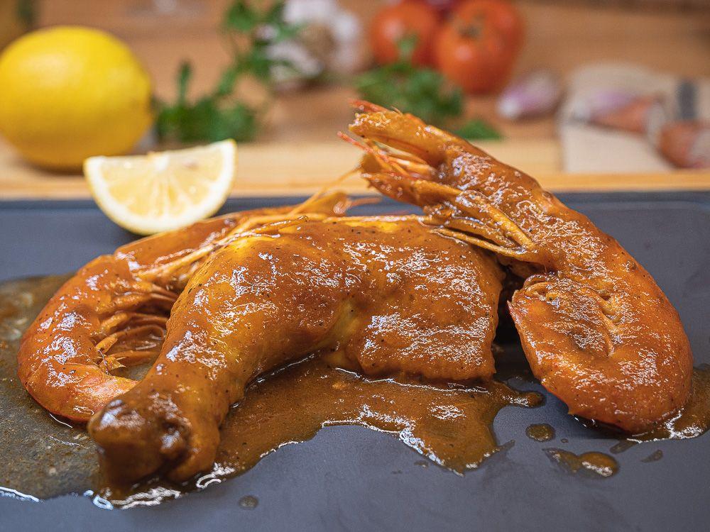 Plat preparat de pollastre amb gambes