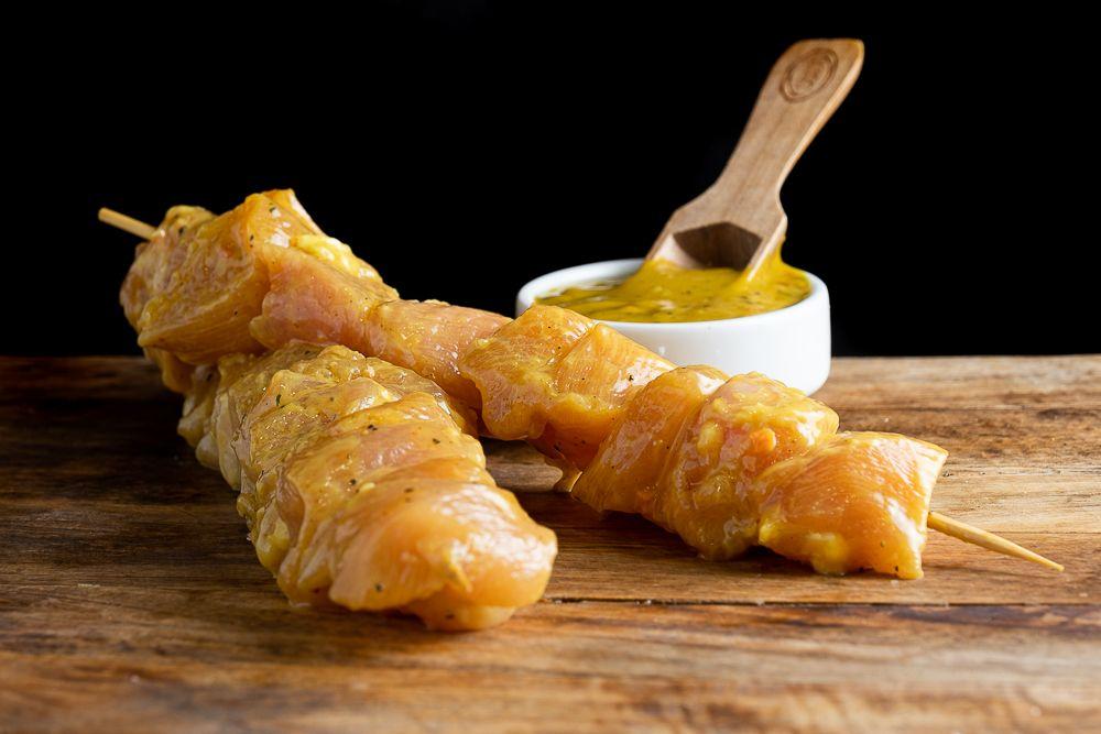 Plat preparat d'aletes de pollastre amb soja i mel
